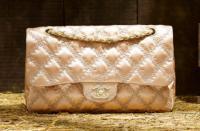 """На сезон  """"весна-2010 """" модный дом Chanel предлагает вернуться к своим..."""