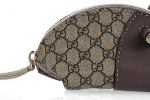 Need a stocking stuffer? I love the Gucci Mouse Purse