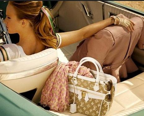 http://www.purseblog.com/images/2010/12/Vuitton-12.jpg