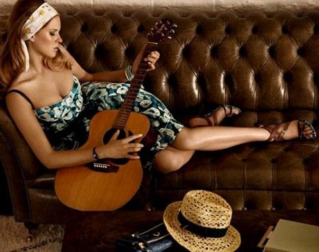http://www.purseblog.com/images/2010/12/Vuitton-4.jpg