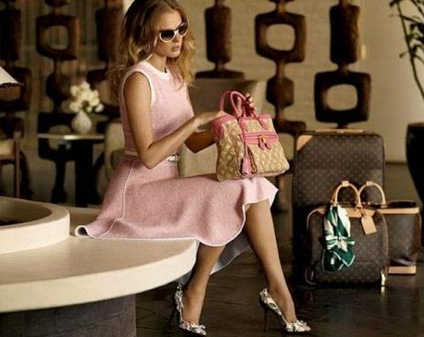 http://www.purseblog.com/images/2010/12/Vuitton-9.jpg