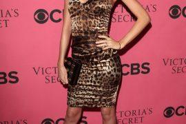 Miranda Kerr looks angelic with her Stella McCartney Clutch