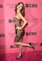 Miranda Kerr carrying a Stella McCartney Clutch (3)