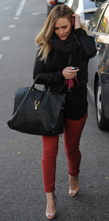 Hilary Duff S Awesome Bag Collection Just Keeps Coming