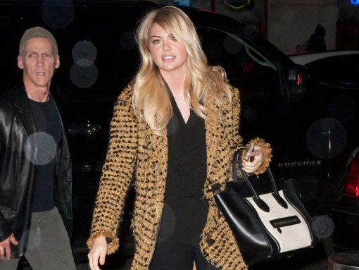 Kate Upton carries a Celine Luggage Tote (1)