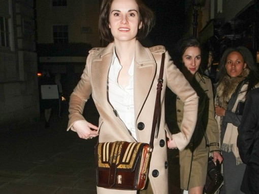 Michelle Dockery carries Burberry (1)