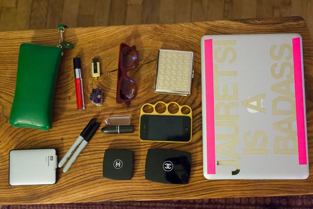 What's In Her Bag: Jauretsi (1)