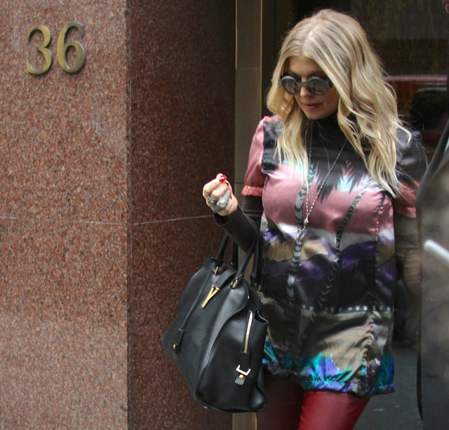 Fergie carries the Saint Laurent The Cabas Tote in black leather (5)