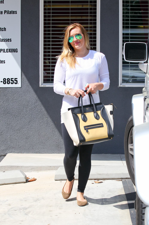 Hilary Duff carries a tricolor Celine Luggage Tote Bag in LA (3)