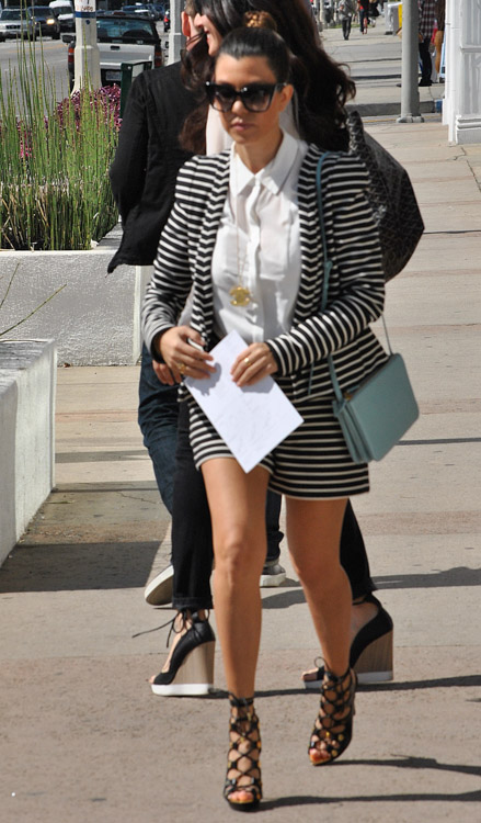 Kourtney Kardashian carries a baby blue Celine Trio Bag (1)