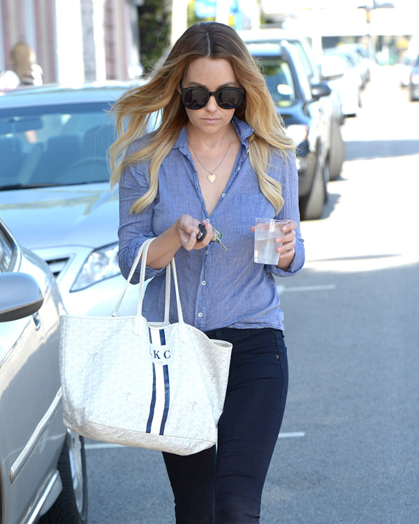 Lauren Conrad carries a white Goyard St. Louis Tote personalized with her initials (4)