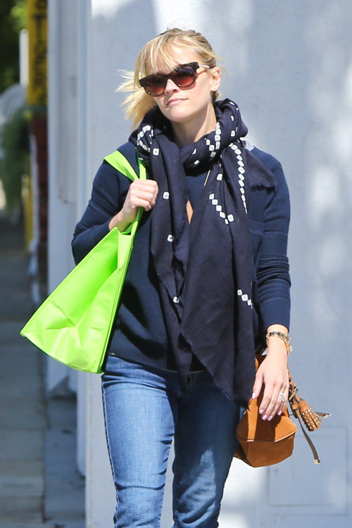 Reese Witherspoon carries a tan Mulberry Tassel Bag in Los Angeles (4)