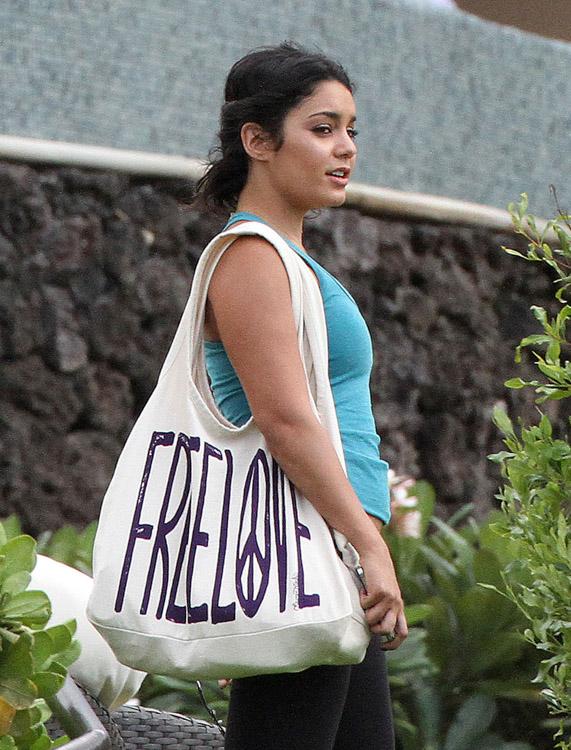 The Many Bags of Vanessa Hudgens (22)