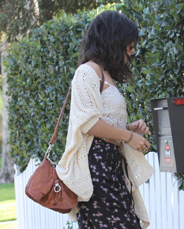The Many Bags of Vanessa Hudgens (21)