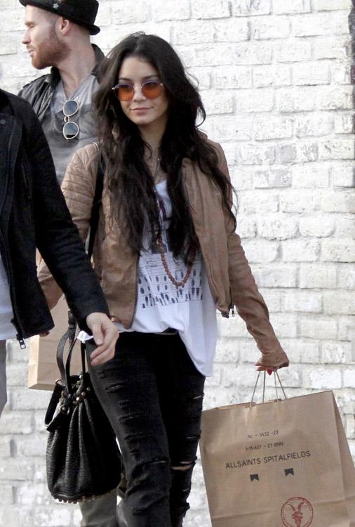 The Many Bags of Vanessa Hudgens (29)