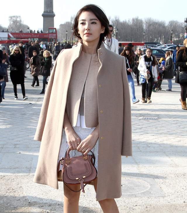 Celebrities and their bags at Paris Fashion Week (5)