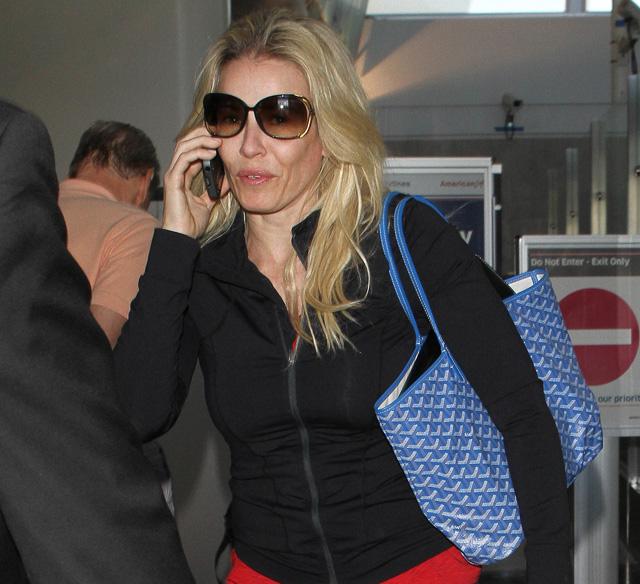 Chelsea Handler carries a Goyard St Louis Tote in blue