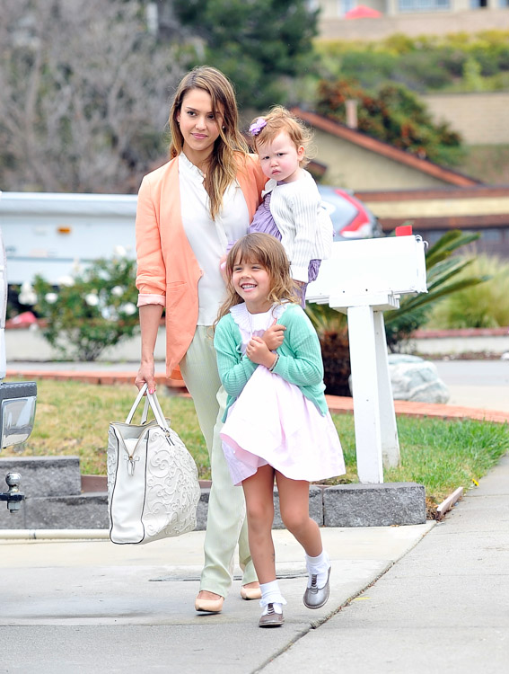 Jessica Alba carries a Valentino Tonal Leather Filigree Tote in white on Easter Sunday (3)