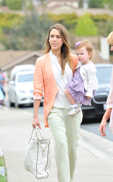 Jessica Alba carries a Valentino Tonal Leather Filigree Tote in white on Easter Sunday (2)