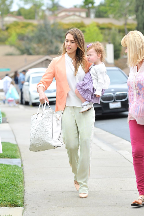 Jessica Alba carries a Valentino Tonal Leather Filigree Tote in white on Easter Sunday (1)