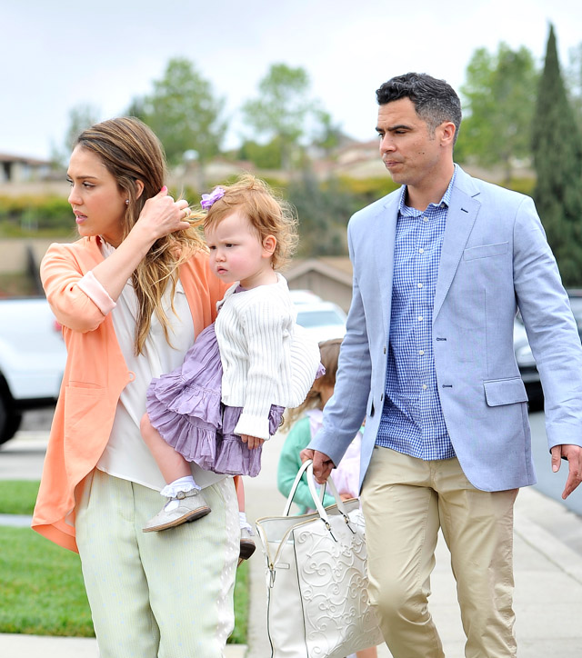 Jessica Alba carries a Valentino Tonal Leather Filigree Tote in white on Easter Sunday (4)