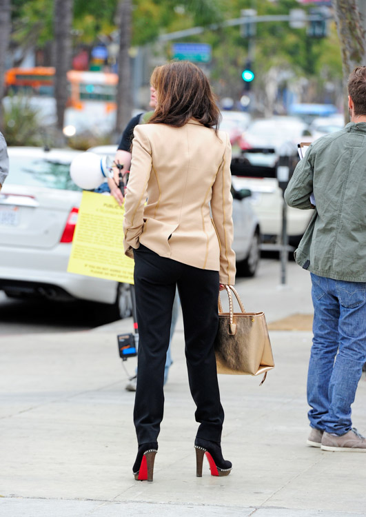 Lis Vanderpump carries a gold Alexander McQueen Whipstitched Tote while scouting a new restaurant location in West Hollywood (3)