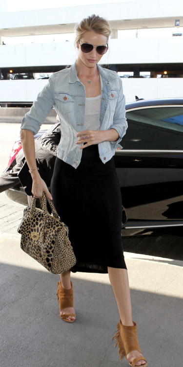 Rose Huntington-Whiteley carries a Mulberry Del Rey Animal Print Bag at the airport in Los Angeles (1)