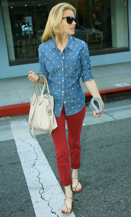 Elizabeth Banks carries a Tod's D-Styling Bag while leaving a hair salon in Beverly Hills (2)