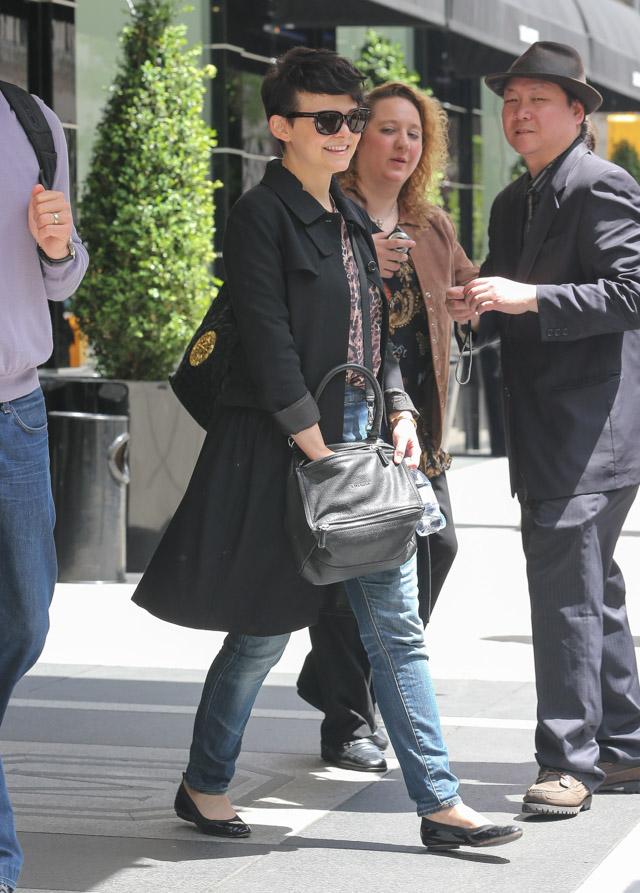 Ginnifer Goodwin carries a grey Givenchy Pandora Bag (4)