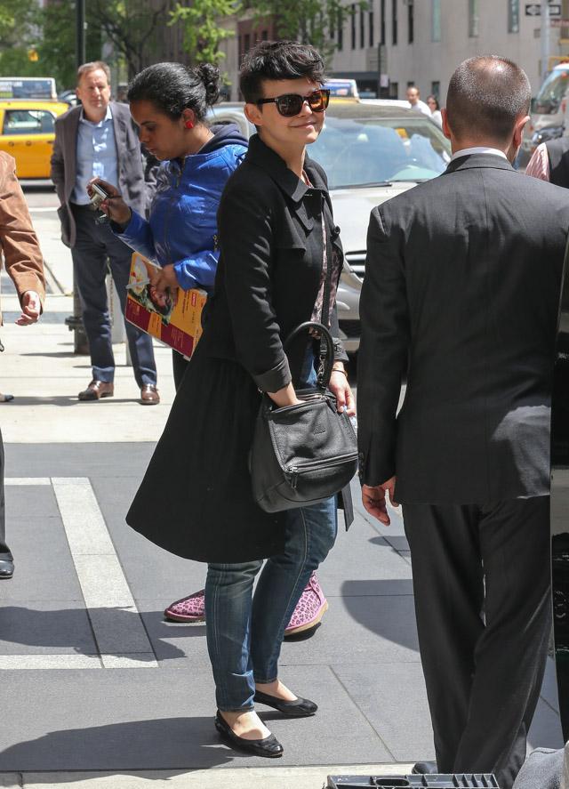 Ginnifer Goodwin carries a grey Givenchy Pandora Bag (2)