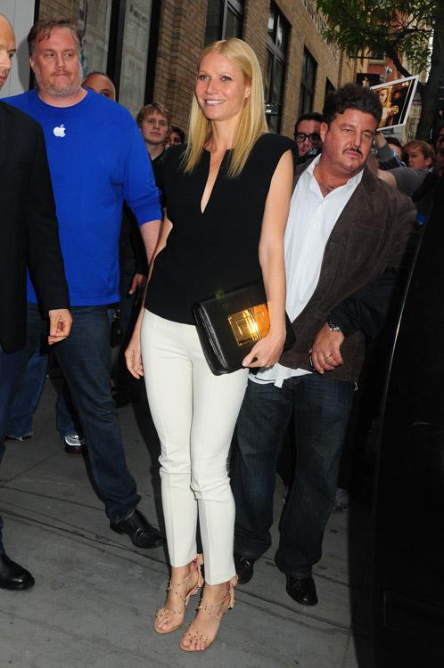 Gwyneth Paltrow carries a Tom Ford Natalia Bag in NYC (1)