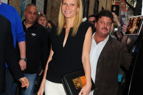 Gwyneth Paltrow carries Tom Ford to the Apple store