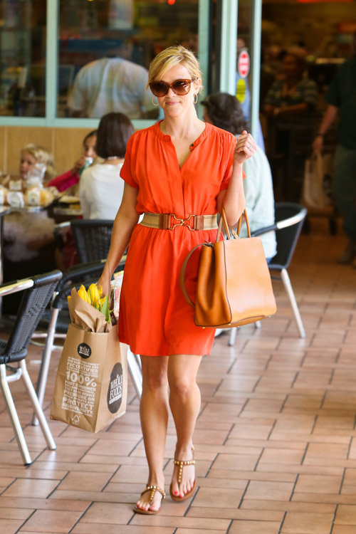 Reese Witherspoon carries a Fendi 2Jours Tote (2)