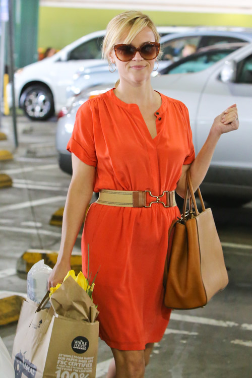 Reese Witherspoon carries a Fendi 2Jours Tote (4)