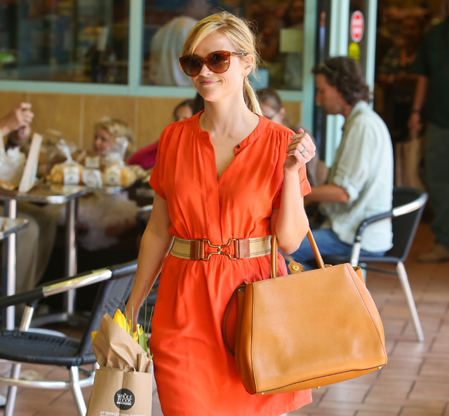 Reese Witherspoon carries a Fendi 2Jours Tote (5)
