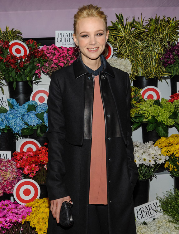 The Many Bags of Carey Mulligan (9)