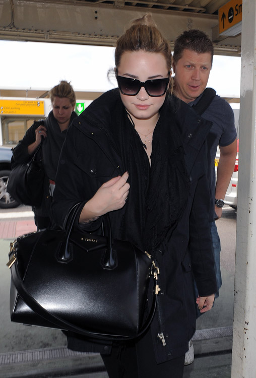 Demi Lovato carries a black Givenchy Antigona Bag in London (2)