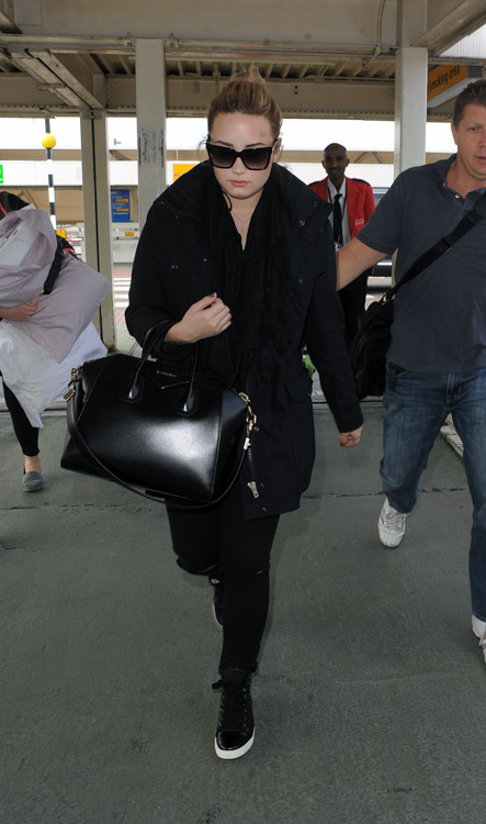 Demi Lovato carries a black Givenchy Antigona Bag in London (4)