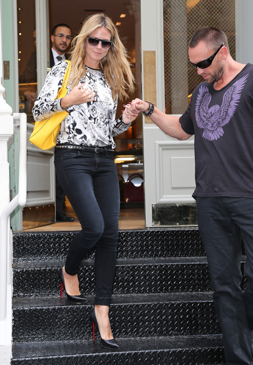Heidi Klum carries a Michael Kors Miranda Tote in yellow. (2)