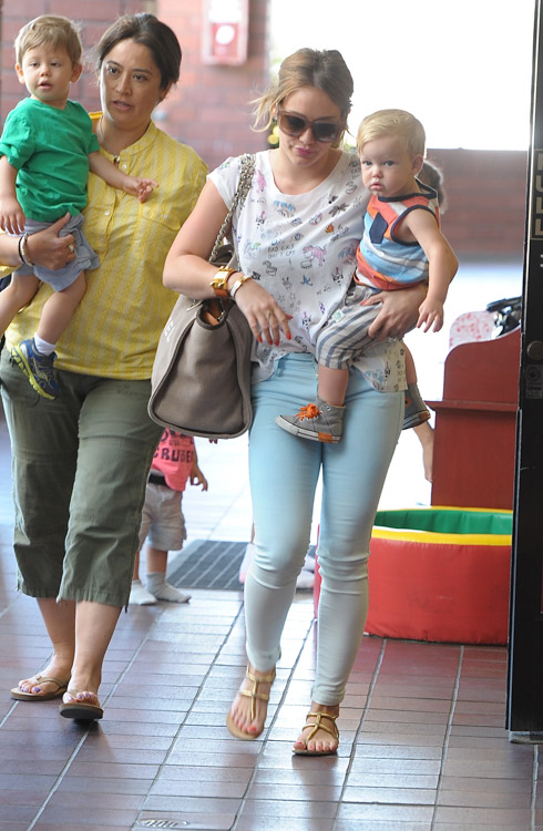 Hilary Duff carries a Chanel Linen Logo Tote in LA (2)