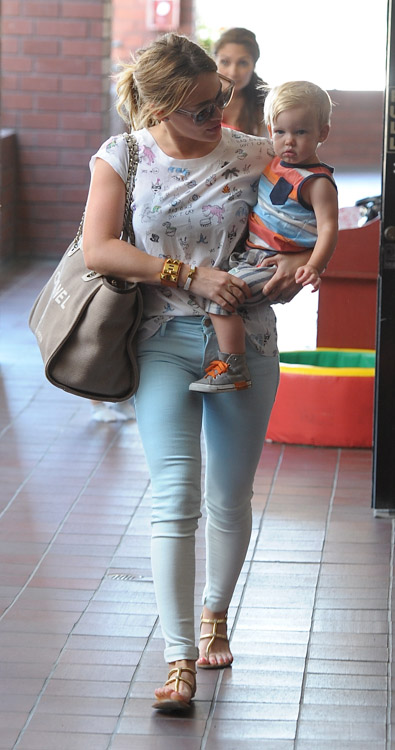 Hilary Duff carries a Chanel Linen Logo Tote in LA (1)