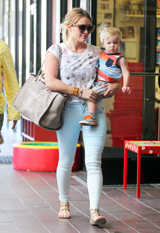 Hilary Duff carries a Chanel Linen Logo Tote in LA (4)