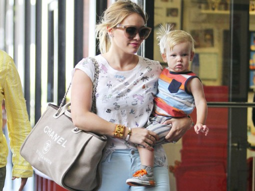 Hilary Duff carries a Chanel Linen Logo Tote in LA (5)