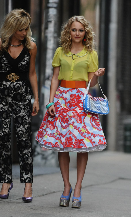 "AnnaSophia Robb carries a blue Fendi Baguette Bag on the set of ""The Carrie Diaries"" (1)"