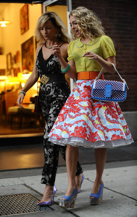 "AnnaSophia Robb carries a blue Fendi Baguette Bag on the set of ""The Carrie Diaries"" (3)"