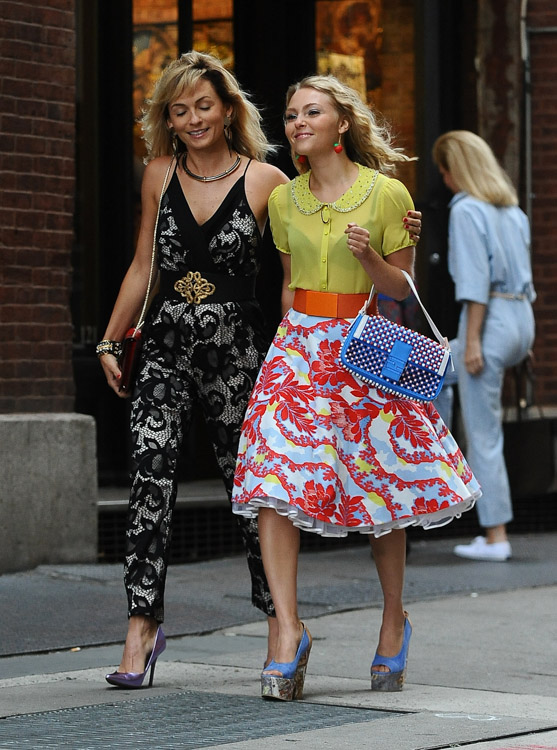 "AnnaSophia Robb carries a blue Fendi Baguette Bag on the set of ""The Carrie Diaries"" (2)"