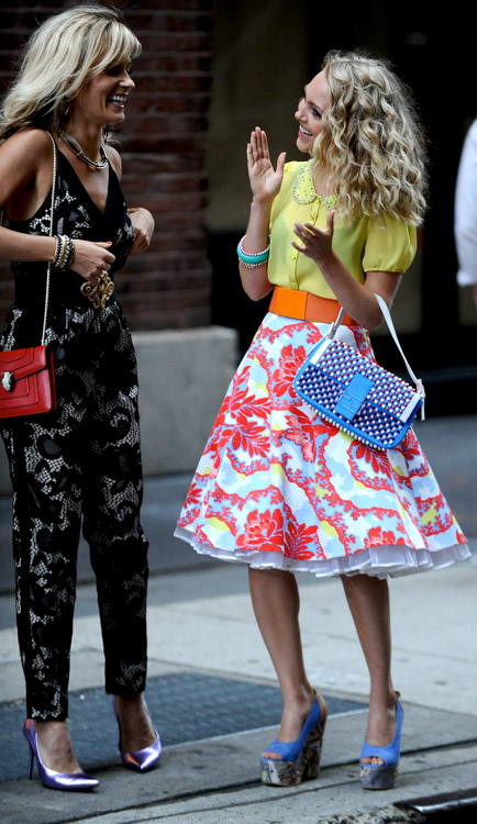 "AnnaSophia Robb carries a blue Fendi Baguette Bag on the set of ""The Carrie Diaries"" (4)"