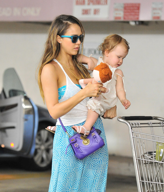 Jessica Alba carries the Ralph Lauren Ricky Mini Crossbody Bag in LA. (2)