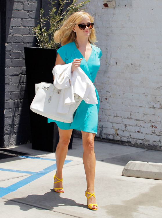 Reese Witherspoon carries a white Hermes Birkin bag in Los Angeles (2)