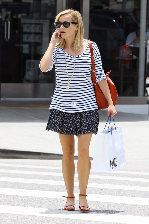 Reese Witherspoon carries a red Louis Vuitton Noe Bag in Los Angeles (4)